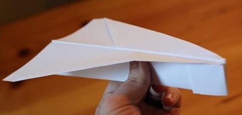 бумажный самолетик Бульдожик