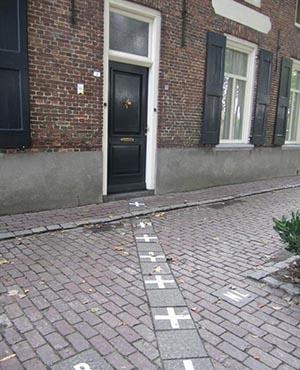 одной ногой в Бельгии, другой в Нидерландах