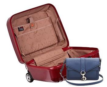 чемодан и клатч в отпуск