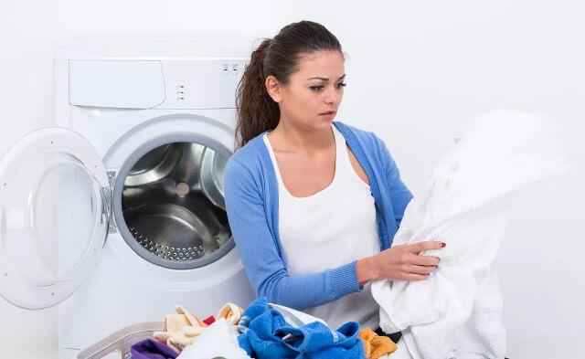 Как избавиться от плесени на одежде и можно ли ее вывести